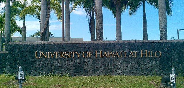 University_of_Hawaii_at_Hilo-sign-feat