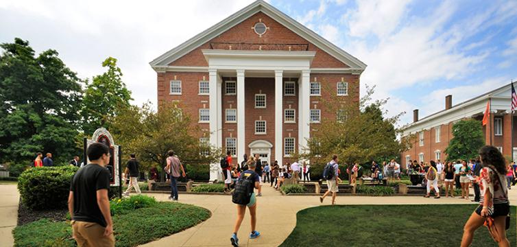 Georgetown-College-green-light-feat