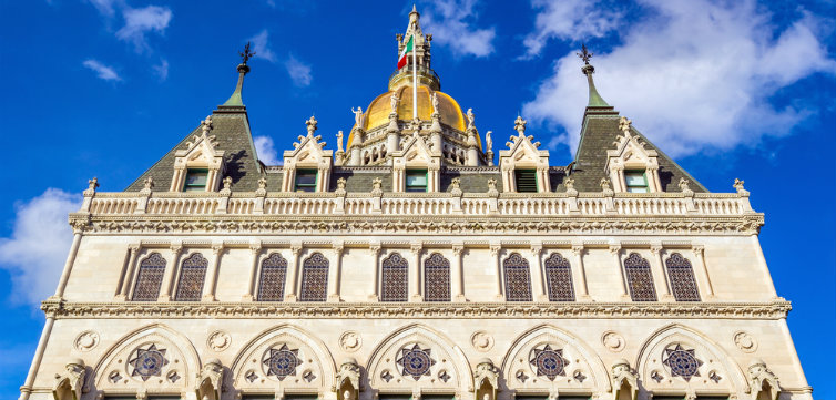 Connecticut state capitol hartford feat