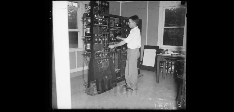 radio wave lab feature