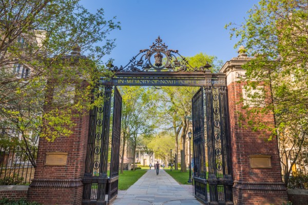 After controversy over dissent program's cancellation at Singapore campus, Yale faculty call for academic freedom protections