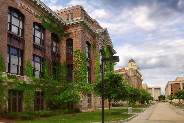 Syracuse University campus on Sims Drive. (Debra Millet/Shutterstock)