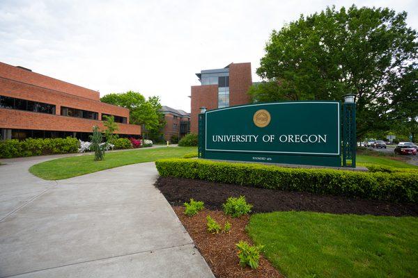 Main sign along Franklin Boulevard at the University of Oregon in Eugene.